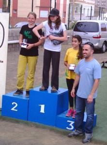 podium Relaejos juveniles fem.